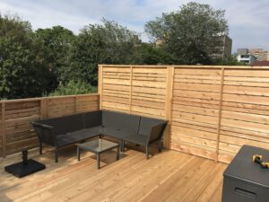 backyard cedar deck and horizontal railing - Custom Cedar Decks